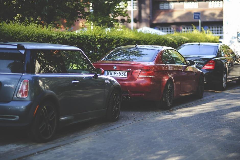Złe parkowanie, zmiany: Straż miejska dostanie większe uprawnienia do odholowywania aut