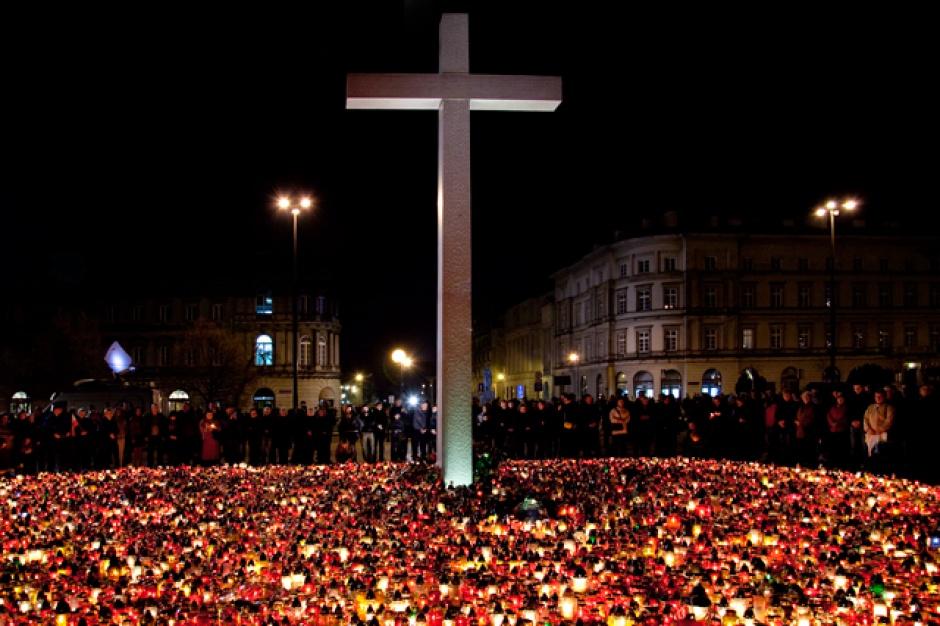 Katastrofa smoleńska, rocznica: Obchody w miastach całej Polski. Będą msze, koncerty i marsze