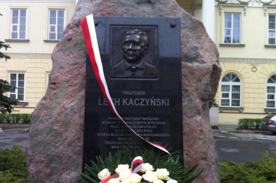 W Warszawie odsłonięto tablice upamiętniające Lecha Kaczyńskiego