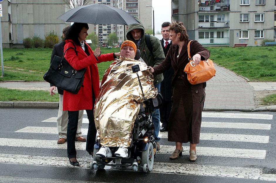 Zasiłek dla bezrobotnych i przedemerytalny: Opiekunowie niepełnosprawnych mogą stracić świadczenia?