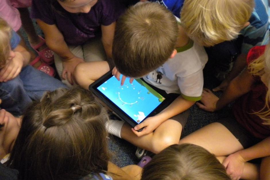 Po odwołaniu reformy PO, 80 proc. 6-latków zostało w przedszkolach. Czy PiS zdecyduje się także na odwołanie kolejnej reformy PO? (źródło: Brad Flickinger/flickr.com/CC BY 2.0).