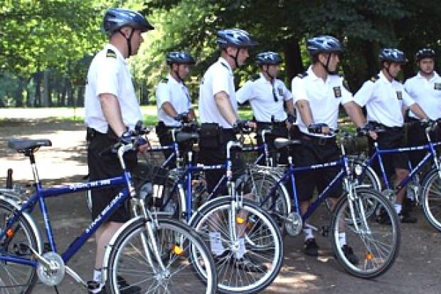 Patrole na rowerach to także jedno z zadań straży (fot.strazbytom.pl)