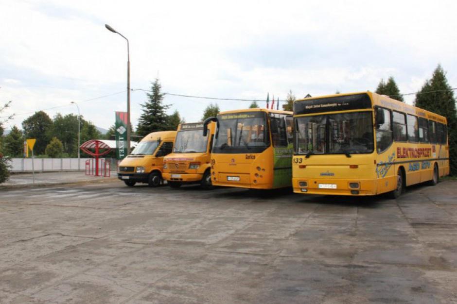 NIK o finansowaniu ulg na przejazdy komunikacją autobusową i kolejową
