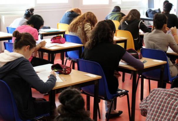 Egzamin gimnazjalny: 360 tys. gimnazjalistów sprawdza swoją wiedzę