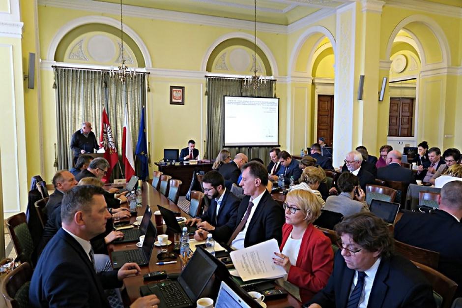 Mazowieckie: Sejmik województwa będzie mógł obradować na wyjeździe