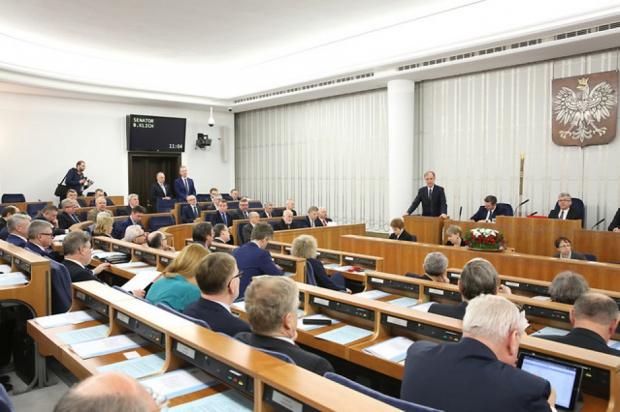 Senat zdecydowanie za usuwaniem nazw i symboli komunizmu