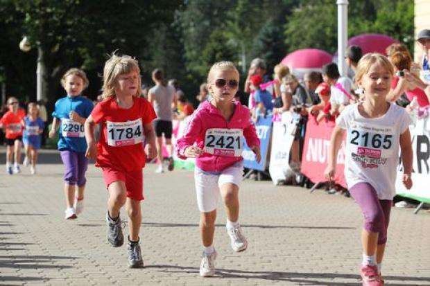 Biegają nie tylko dorośli, ale i najmłodsi.(festiwalbiegowy.pl)