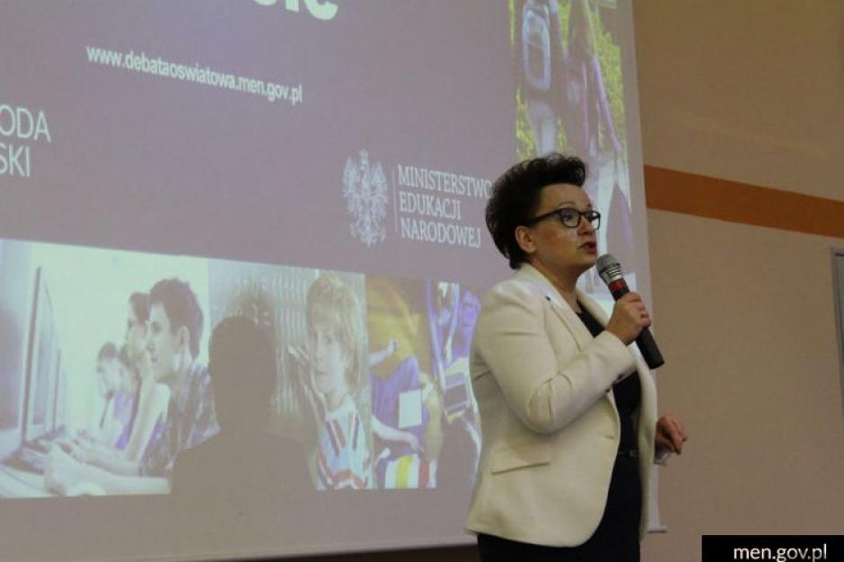 Zalewska: Programy profilaktyczne to za mało by szkoła była bezpieczna