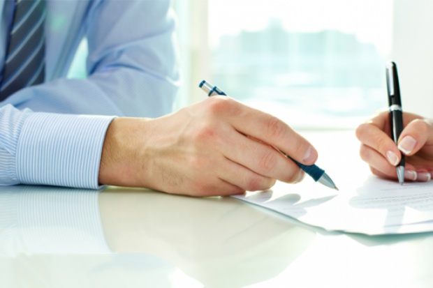 Nowe przepisy przyznają pracownikom USC uprawnienie do przenoszenia do rejestru stanu cywilnego aktów sporządzonych w papierowych księgach (fot.fotolia)