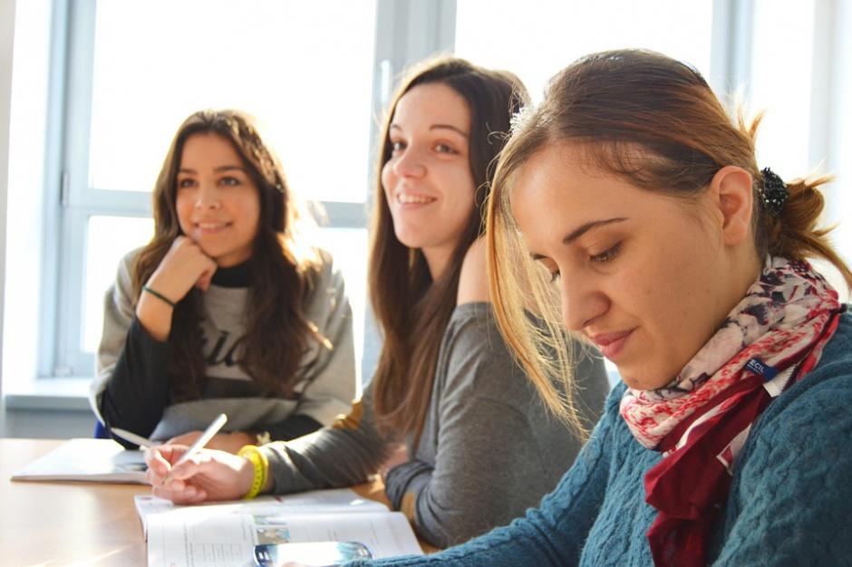 Mazowsze: Miliony złotych na wsparcie uczniów szkół