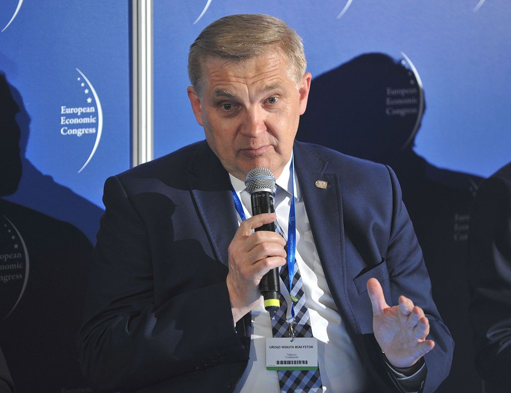 """To, że część mieszkańców mówi nam """"nie"""", nie znaczy jeszcze, że my od razu się wycofujemy. Czasem trzeba patrzeć na to, czego chce większość, a nie grupa protestujących. Dialog jest ważny, ale trzeba być też konsekwentnym – mówi Tadeusz Truskolaski, prezydent Białegostoku."""