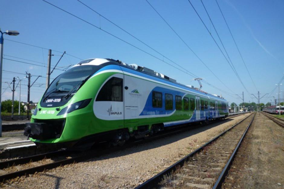 Pociągi, Kielce i Sandomierz: W wakacje będzie kursował specjalny pociąg Przewozów Regionalnych