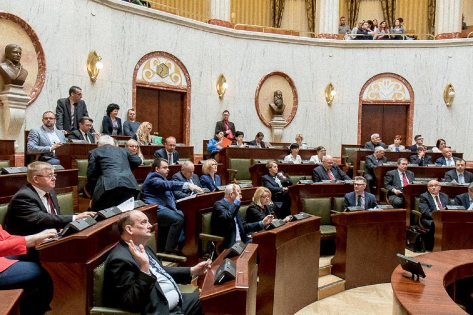 500 zł na dziecko, Śląsk: Samorząd musiał przesunąć pieniądze z innego zadania, by sfinansować 500 plus