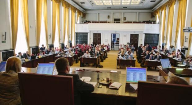 Nowe kryteria dochodowe dla najemców miejskich mieszkań i zasady wykupu komunalnych domków jednorodzinnych przyjęła podczas ostatniej sesji łódzka rada miejska (fot.lodz.pl)
