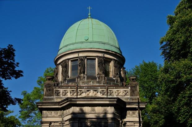 Łódź: Kaplica Heinzlów na Cmentarzu Starym odsyskała blask