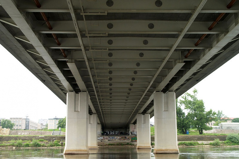 Most Krasińskiego z jednym pasem ruchu dla samochodów