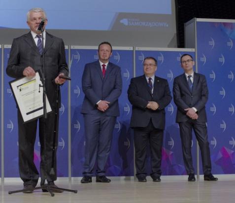 LNG w Polsce: Wygrywają, bo tankują paliwo 30 proc. taniej