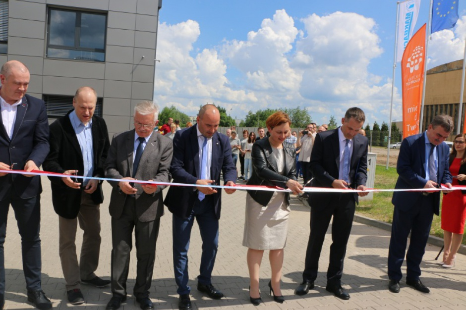 Kielce: Nowy inwestor otworzył fabrykę na terenie Kieleckiego Parku Technologicznego. Będzie pracs