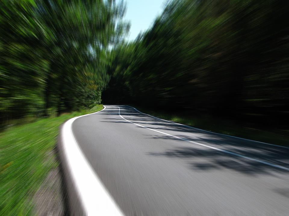Drogi krajowe to tylko 4,7 proc. wszystkich dróg w Polsce, dlatego tak ważne jest, aby inwestować w infrastrukturę lokalną (fot. pixabay)