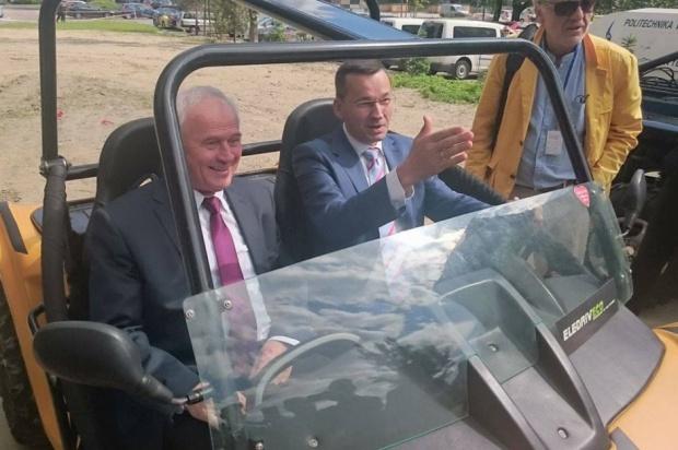 Milion samochodów elektrycznych w Polsce? Tchórzewski: Za 10 lat