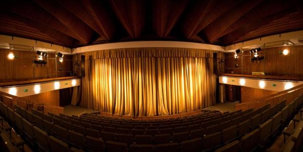 Teatr Żydowski, Warszawa: Budynek grozi zawaleniem?