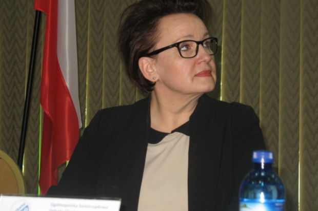 Anna Zalewska: Nauczyciel w szkole od 8 do 15 to wymóg cywilizacyjny