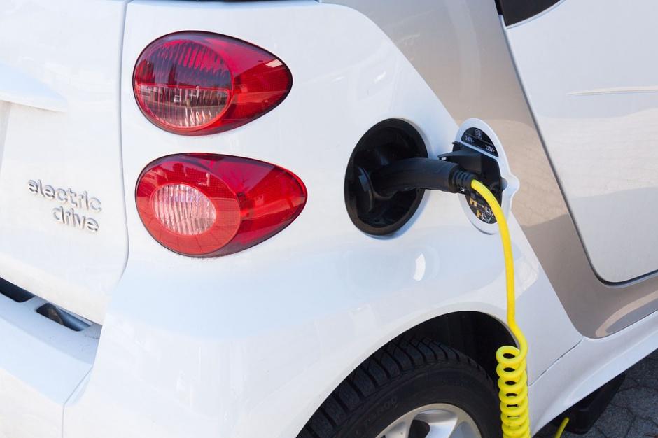 Wrocław, samochody elektryczne: Stacje ładowania w podziemnych parkingach