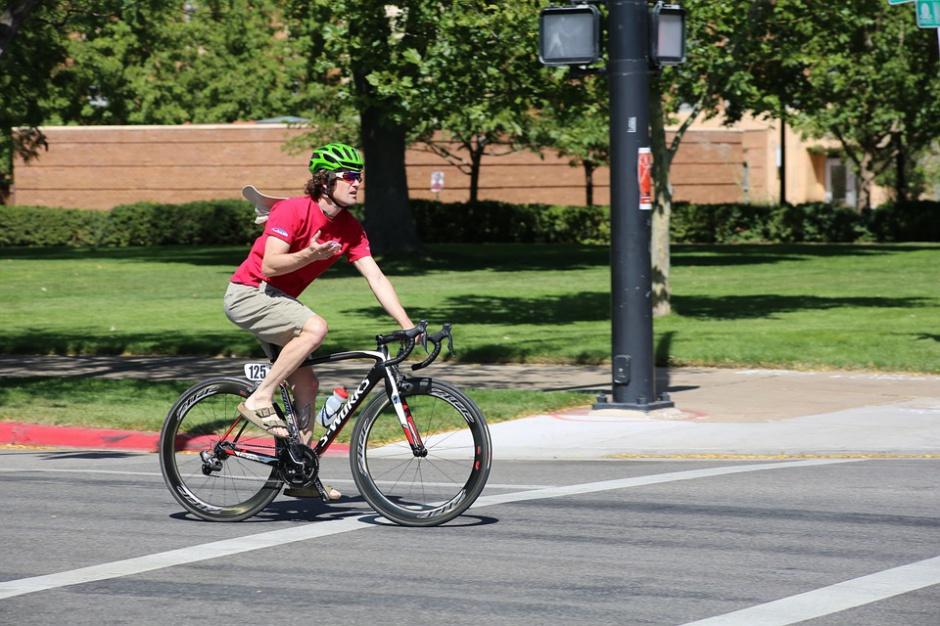 Obowiązek jazdy w kasku dla rowerzystów? To zabija ideę roweru publicznego