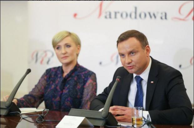 Likwidacja gimnazjów: Andrzej Duda chce powrotu 8-letniej podstawówki i 4-letnich liceów