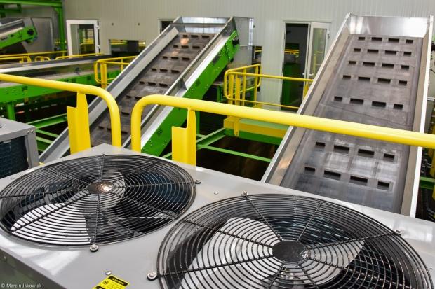 """Budowa nowej sortowni odpadów realizowana jest w ramach projektu """"Przebudowa instalacji związanej z odzyskiem odpadów w Hryniewiczach k. Białegostoku""""."""