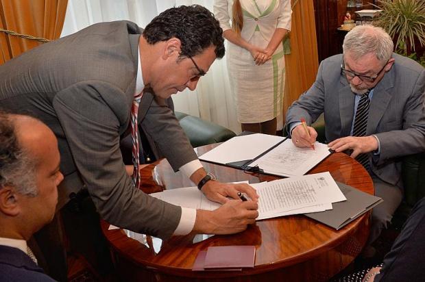 Podpisanie umowy (fot.krakow.pl)