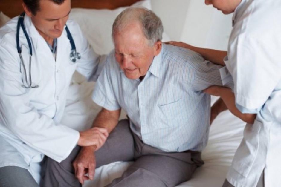 Interna, geriatria, okulistyka - na tych oddziałach najszybciej zabraknie łóżek