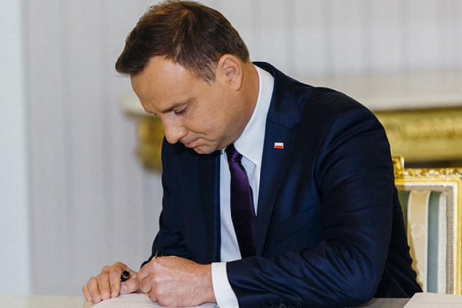 Nowelizacja ustawy o OZE podpisana przez prezydenta Andrzeja Dudę
