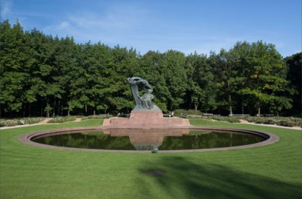 W Warszawie letnie koncerty plenerowe z Chopinem