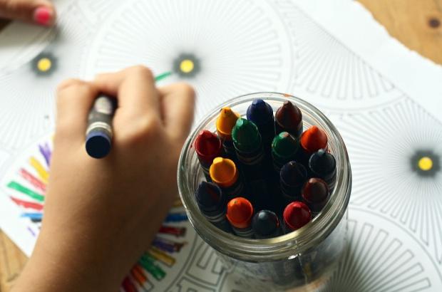 Wakacyjne dyżury w przedszkolach: Dzieci migrują, a urzędnicy liczą