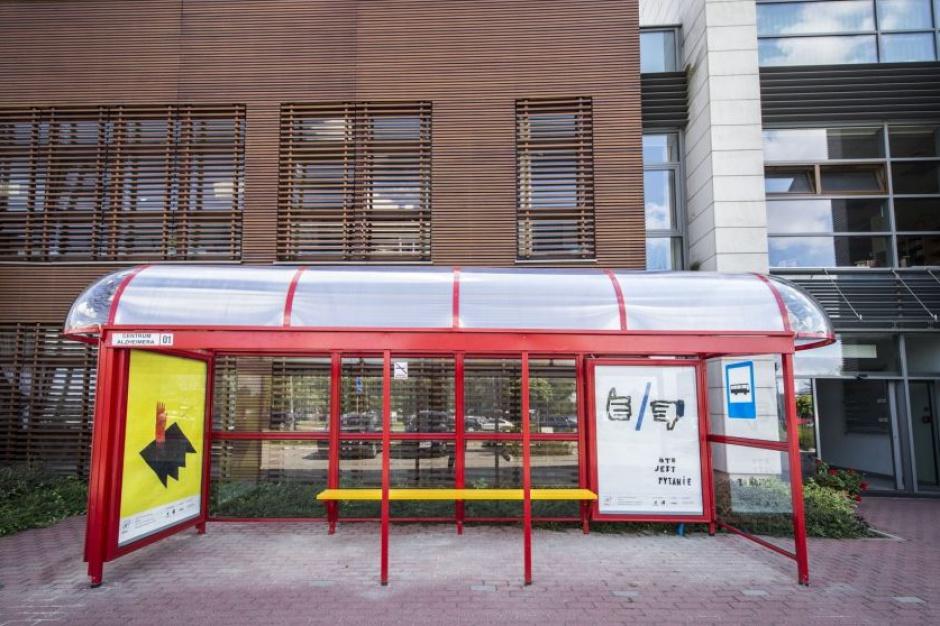 W Warszawie postawili atrapę przystanku. Z ważnego powodu
