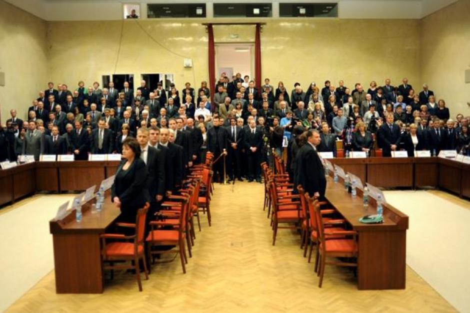 Rada Warszawy skarży do sądu decyzję wojewody w sprawie TK