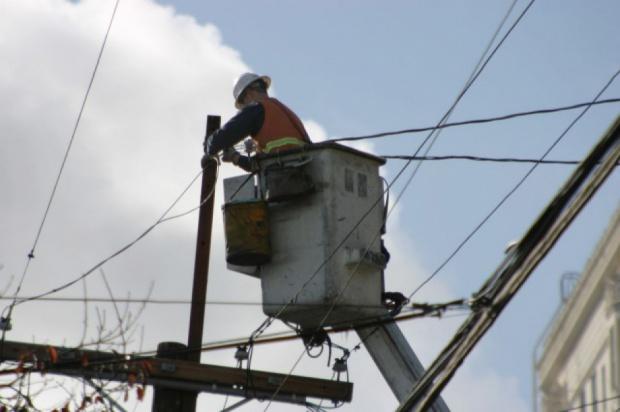 Burze pozbawiły prądu 10 tys.  mieszkańców Warmii i Mazur