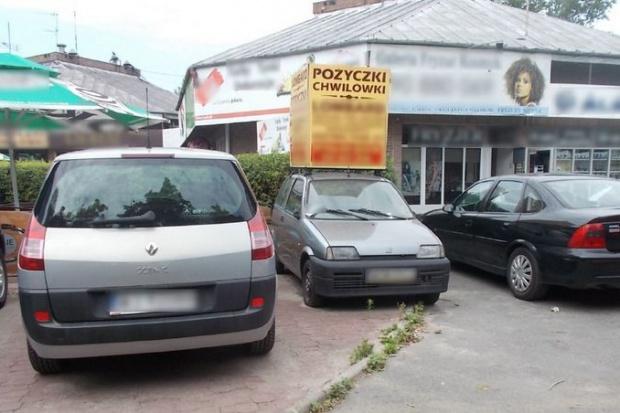 Usunięte zostały 174 reklamy, w tym 8 nośników umieszczonych na przyczepach samochodowych oraz 5 reklam na samochodach (fot.zdm.waw.pl)