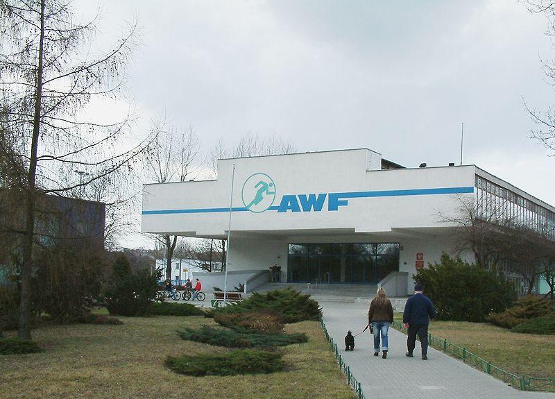 Siedziba AWF przy ul. Królowej Jadwigi w Poznaniu (fot. wikipedia.org)