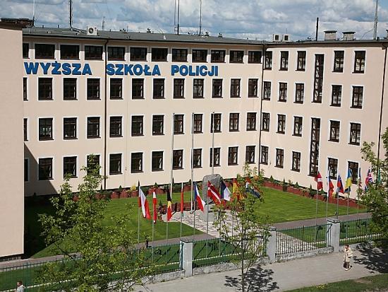 Samorząd Szczytna i Wyższa Szkoła Policji podpisują umowę na projekt InnoPolice