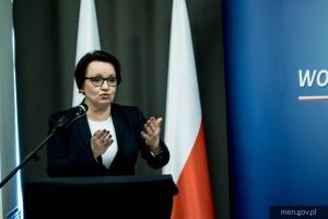 Anna Zalewska zaprasza  samorządy do współpracy