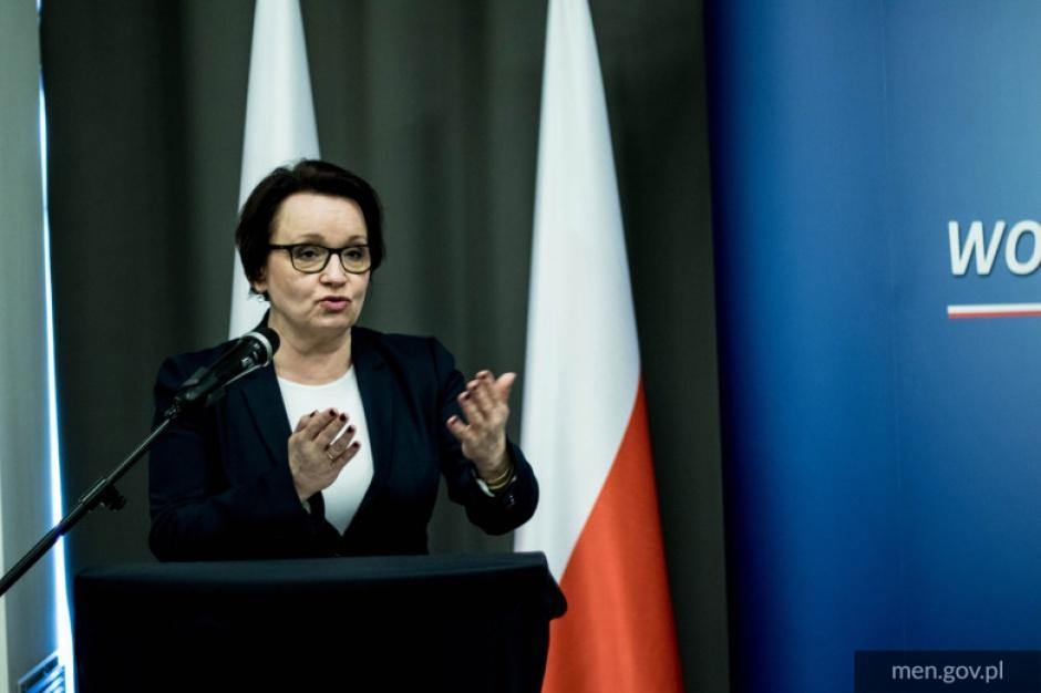 Minister Edukacji Narodowej napisała list do samorządów