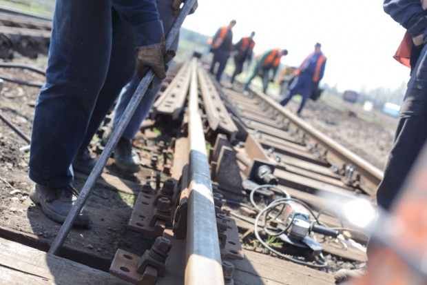 Krajowy Program Kolejowy, Magistrala Wschodnia: Resort infrastruktury chce ratować unijne fundusze na tory