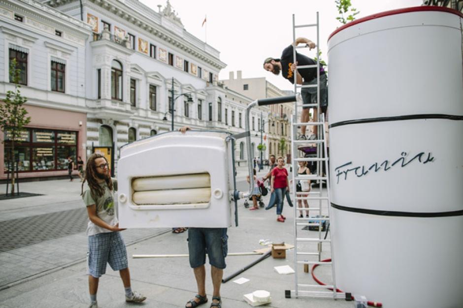 Na ulicach Łodzi pojawiły się nietypowe obiekty artystyczne