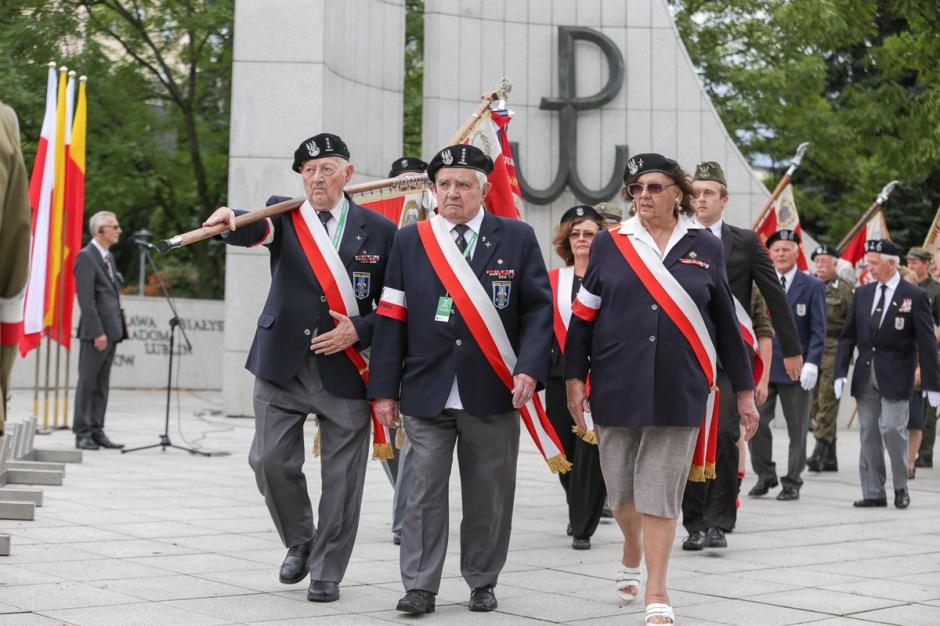 Rocznica Powstania Warszawskiego, godzina W: syreny wybrzmiały w stolicy