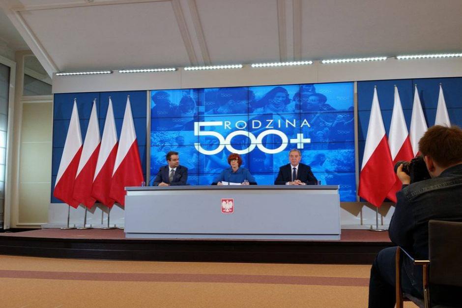 500 zł na dziecko: Rząd nagrodzony za program 500 plus