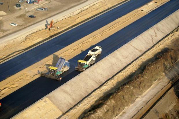 Inwestycje drogowe, fundusze unijne: Wykonawcy bardziej ostrożni w publicznych przetargach