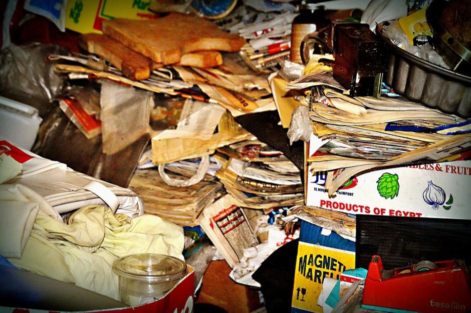 Dzikie wysypisko w Warszawie: nikt nie potrafi uprzątnąć góry śmieci