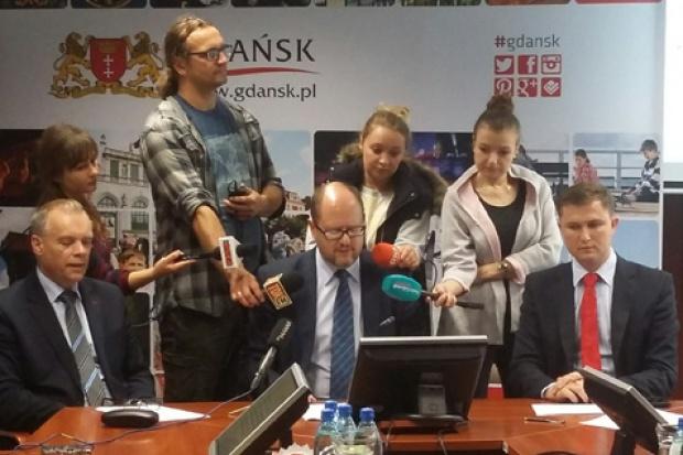 Na licznych spotkaniach z mieszkańcami jednym z pojawiających się tematów jest brak na niektórych ulicach oświetlenia (fot.gdansk.pl)